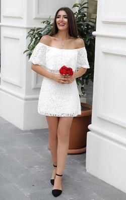 Straplez Volanlı Beyaz Dantel Abiye Elbise