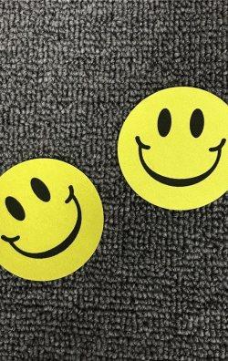 Smiley Desenli Göğüs Ucu Kapatıcı