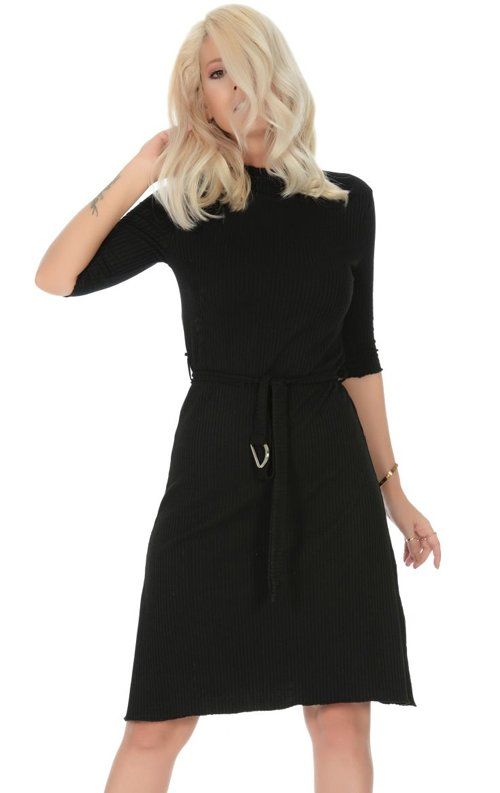 Siyah Yarım Kol Kuşaklı Kısa Elbise