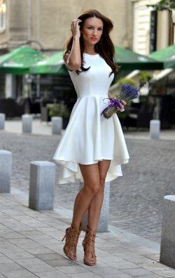 Beyaz Asimetrik Kesim Elbise