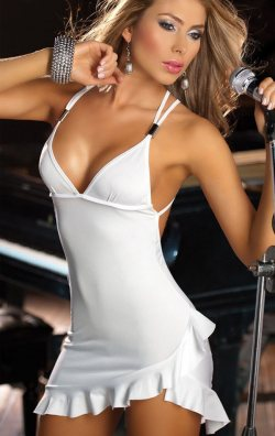 Seksi Beyaz Sahne Elbisesi
