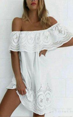 Dantel işlemeli straplez tarz elbise