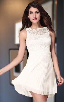 Beyaz Pileli Elbise