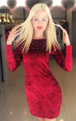 Kırmızı Taş Detaylı Kadife Elbise