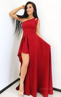 Kırmızı Asimetrik Mezuniyet Kıyafeti